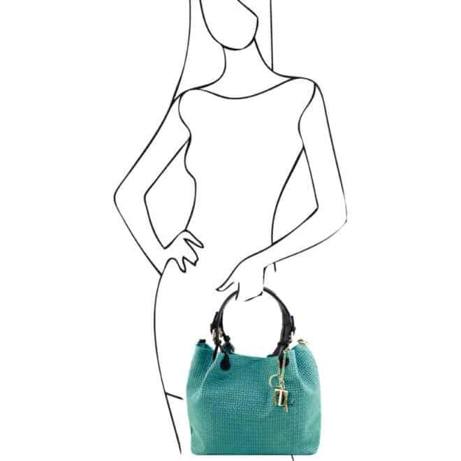 leren damestas tl keyluck 73 turquoise in de hand
